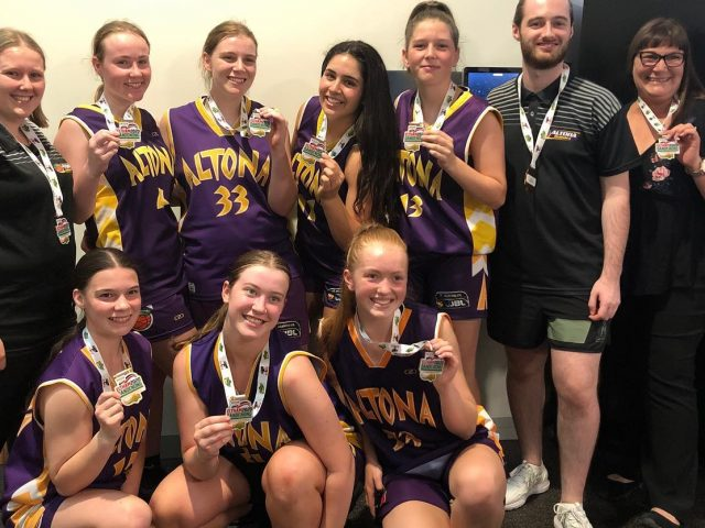 https://altonabasketball.com.au/wp-content/uploads/2020/01/Altona-Gators-U18-2-Girls-Eltham-2020-Winners-640x480.jpg